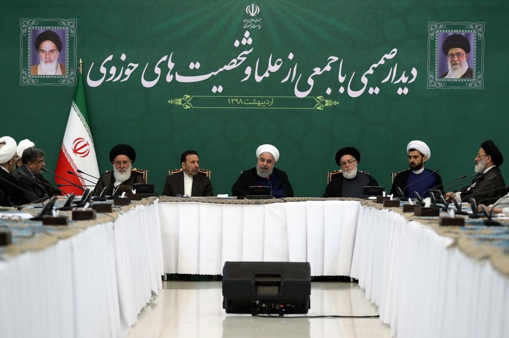 نشست صمیمی رئیس جمهور با جمعی از علما و شخصیت های حوزوی