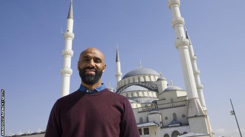ساخت نخستین مسجد در شهر سبیا، اسپانیا، پس از ۷۰۰ سال