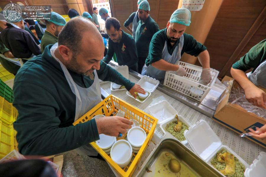 توزیع بیش از ۱۵ هزار بسته افطاری میان زائران حرم امیرالمومنین(ع)