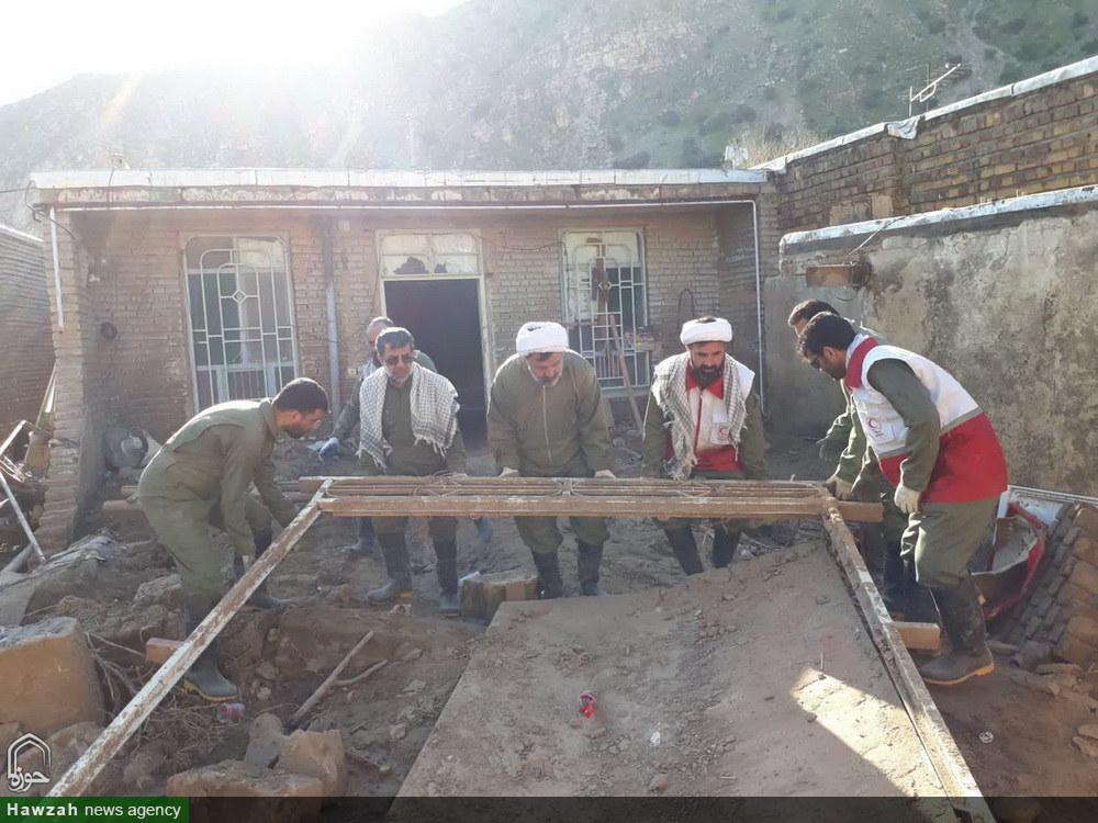 کمک رسانی گروه جهادی کارکنان مرکز خدمات حوزه در مناطق  سیل زده لرستان