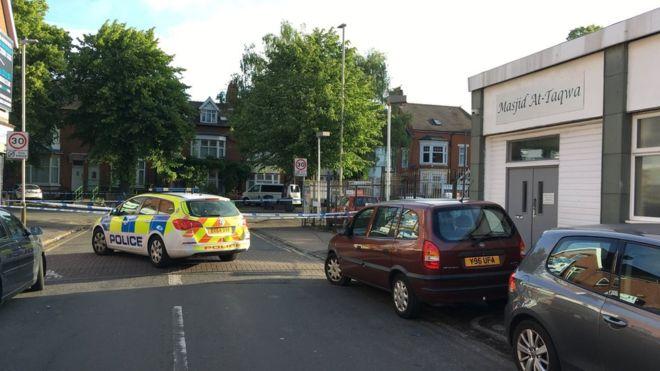 فرد به جرم زیرگرفتن نمازگزاران در مسجد لستر بریتانیا بازدداشت شد