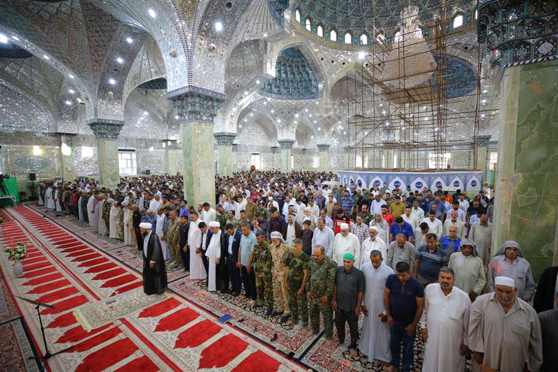 نماز عید فطر در جوار امامین عسکریین (ع) با حضور زائران و خادمان برگزار شد