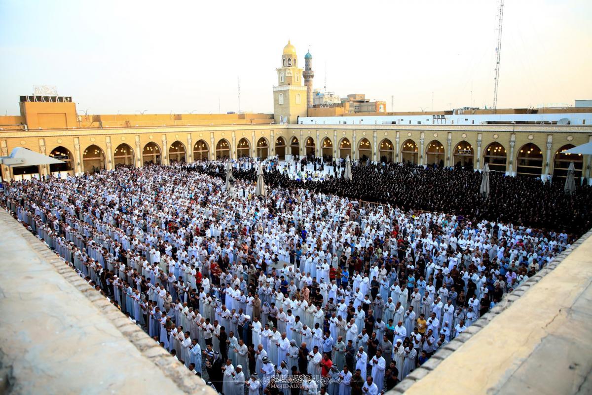 اقامه نماز باشکوه عید فطر در مسجد کوفه