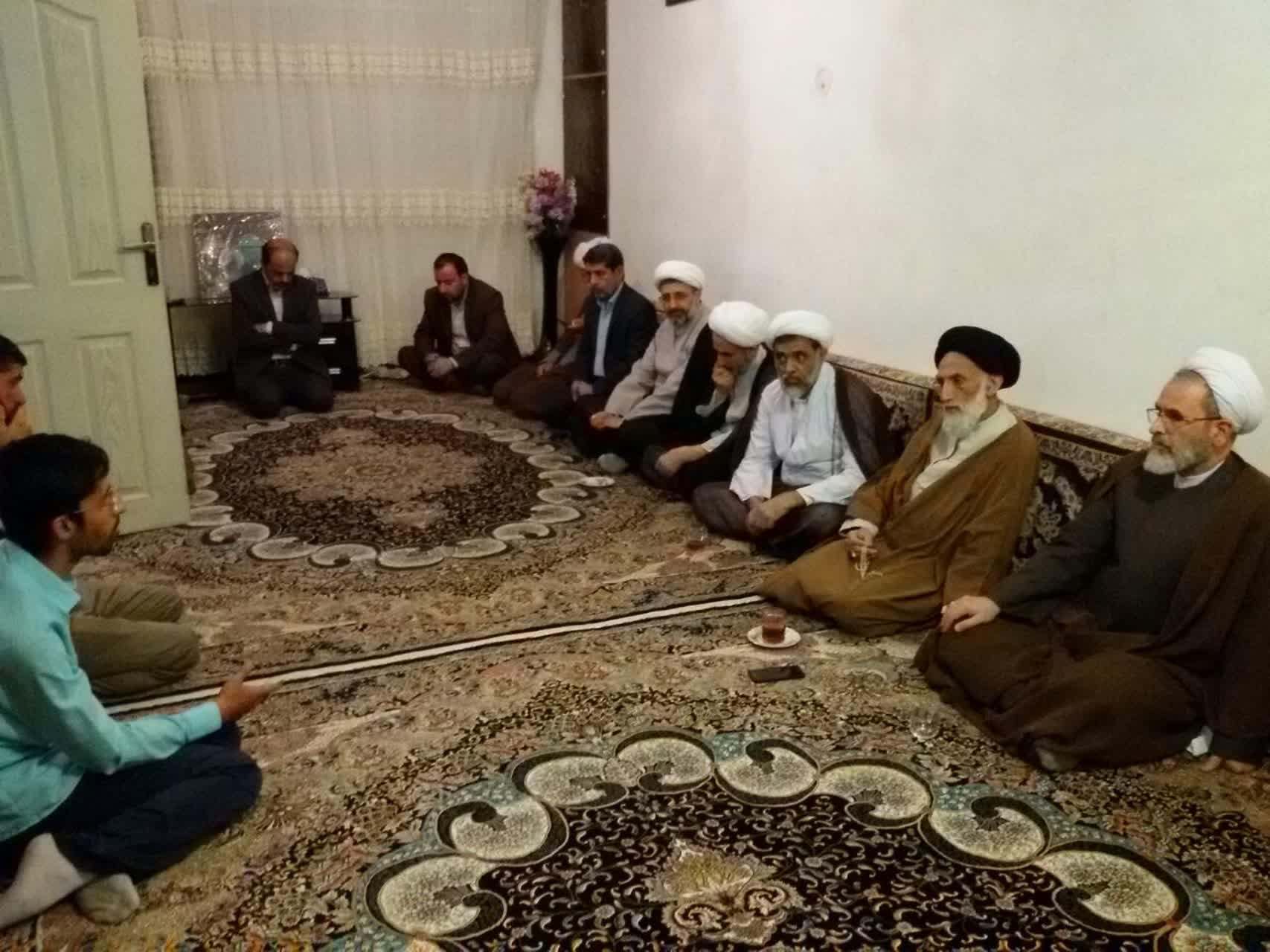 حضور آیت الله اعرافی در منزل شهید قاسمی