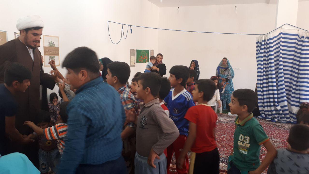 حضور متفاوت گروه جهادی روحانیون تبلیغی حوزه علمیه ایلام در مناطق سیل زده ماژین