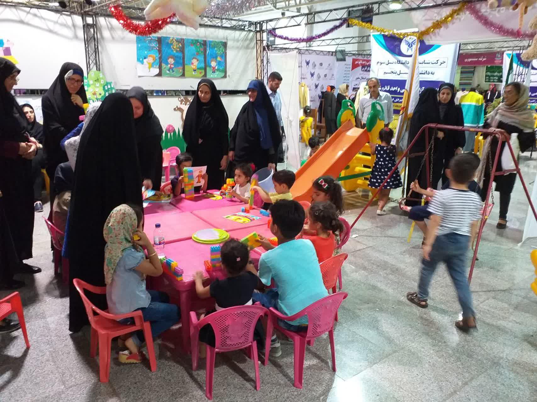 حضور خواهران طلبه مازندران در نمايشگاه مد و لباس ايراني اسلامي