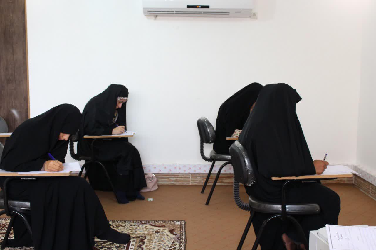 برگزاري آزمون پایان ترم طلاب غیرحضوری جامعه الزهرا(س) در بندرعباس