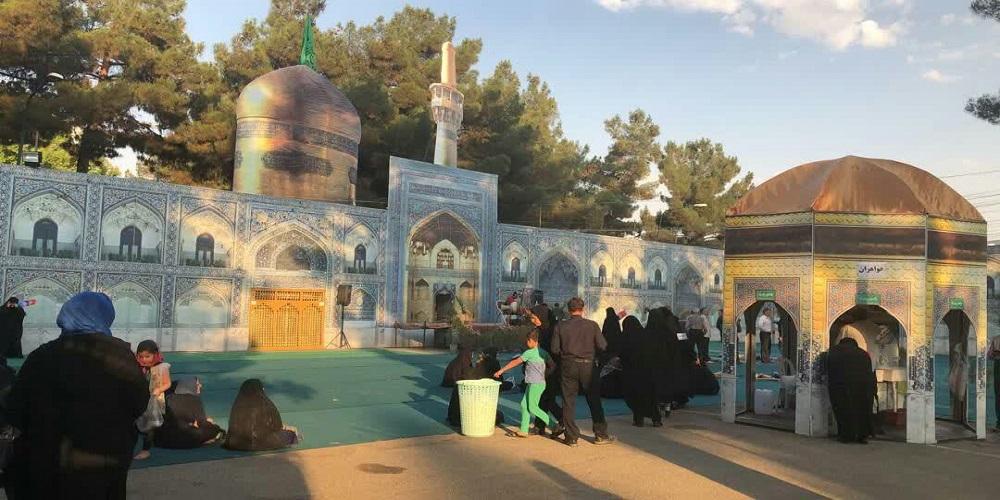 نماز جماعت و فعالیتهای فرهنگی در محل رواق بازسازی شده رضوی در کرمانشاه + عکس