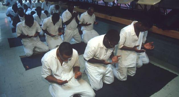 تبعیض و ندادن غذای حلال به مسلمانان در زندان های آمریکا