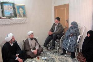 حضور مديران و اساتید حوزه یزد در منزل یک شهید طلبه+ عکس