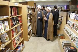 نمایشگاه دائمی کتاب در قم دایر شود
