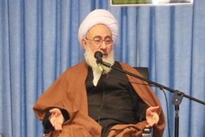 امام خمینی(ره) سیاست را به دین پیوند زد