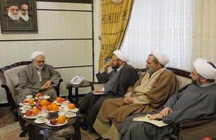 ولايت فقيه سد مستحكمي در برابر ورود انقلاب اسلامي به بيراهه ها است