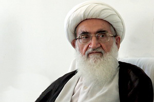 ملت ایران با حفظ روحیه انقلابی در مقابل تمام زورگویان ایستادگی می کنند