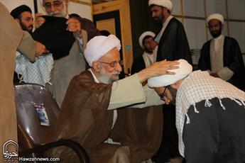 تصاویر/عمامهگذاری طلاب مدرسه علمیه معصومیه قم توسط آیت الله مصباح یزدی