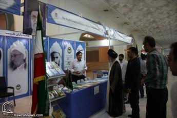 بازدید آیت الله حسینی بوشهری از نمایشگاه بیست و نهم کتاب