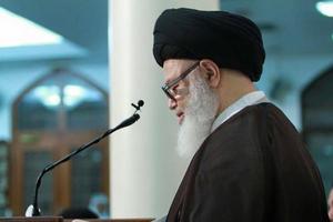 حاکم باید خادم مردم باشد و از مقدسات آنها دفاع کند