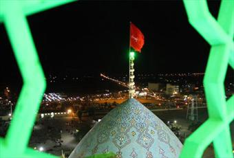 اهتزاز پرچم سرخ حسینی بر فراز گنبد مسجد جمکران+ عکس