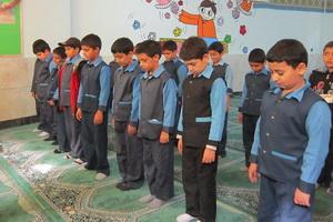 احکام نماز به دانش آموزان آموزش داده شود