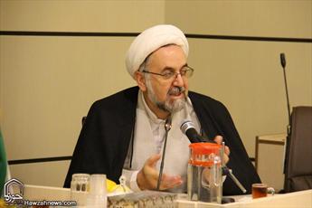 ارائه سبک زندگی عاریه ای غرب با ظاهر اسلامی