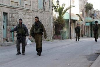 """غاصبان صهیونیستی در شهر """"هبرون"""" مجبور به ترک خانه فلسطینیان شدند"""