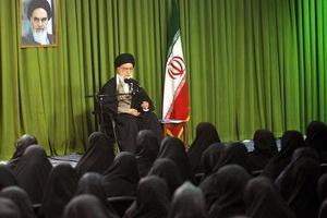 نویسنده حوزوی: خواهران طلبه زینب وار، رهبر انقلاب را یاری کنند