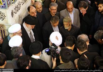 فیلم/ رهبر انقلاب هنگام خاکسپاری آیت الله واعظ طبسی