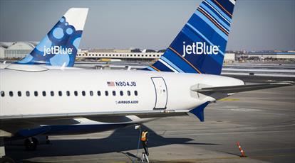 دو زن مسلمان به بهانه ای عجیب از یک پرواز در لس آنجلس اخراج شدند