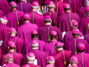 واتیکان: کشیشهای مجرم برکنار می شوند نه جا به جا!