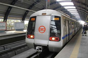 دختر هندی به خاطر حجاب از سوار شدن به متروی قطار دهلی بازماند