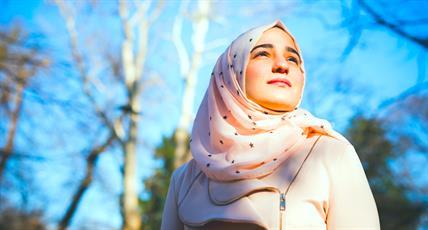 مرد آمریکایی: حجابت را دربیاور! اینجا آمریکاست!