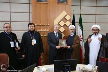 تصاویر/ دیدار هیئت عالی رتبه مذهبی سیاسی  رومانی با رئیس جامعة المصطفی