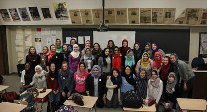 مراسم روز حجاب در یکی از دبیرستانهای آمریکا برگزار شد + عکس