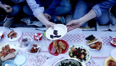 افطار اولین روز ماه مبارک رمضان در استانبول ترکیه + تصاویر
