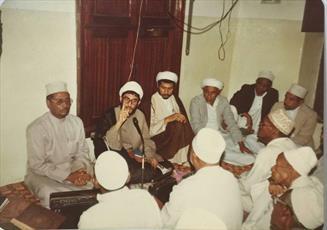 عکس/ روحانیون شیعه در بین نماز گزاران اهل سنت در کنیا