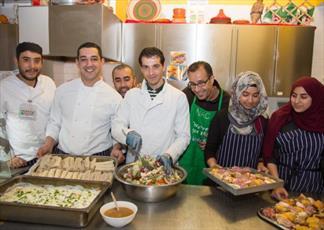 کافهای در لندن که به روزه داران غذای رایگان میدهد + عکس