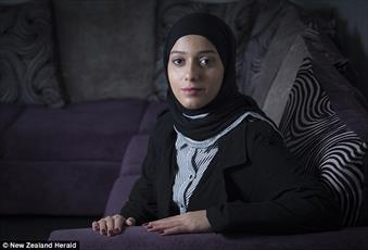 مخالفت با  اشتغال زن مسلمان به خاطر حجاب