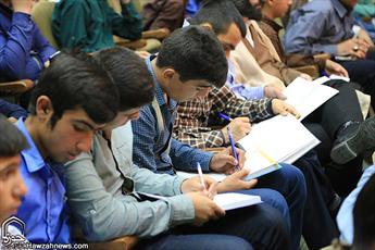 طلاب سنگرنشینان خط مقدم  مقابله با تهاجم فرهنگی دشمن