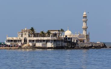 """اجازه ورود زنان مسلمان هندی به """"زیارتگاه معروف"""" صادر شد"""