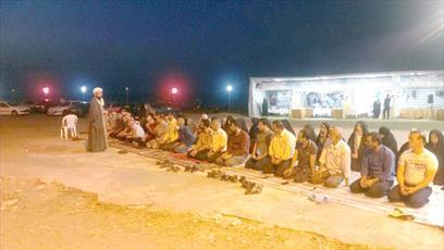 اقامه نماز جماعت در پایگاه های 42 گانه سواحل دریا