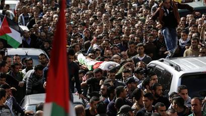 راهپیمایی گسترده مردم الخلیل در اعتراض به مصادره پیکر شهدای فلسطینی