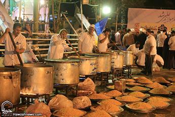 تصاویر/ طبخ ۱۱۴ هزار پرس غذای متبرک در اهواز