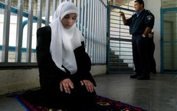  بانوی فلسطینی در زندان اسرائیل حافظ قرآن مجید شد
