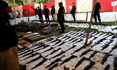 کشف بزرگترین مخفیگاه مهمات تروریستها در کراچی / تروریستها قصد انفجار در تاسوعا داشتند