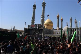 تصاویر/ حال و هوای حرم حضرت معصومه(س) در تاسوعای حسینی