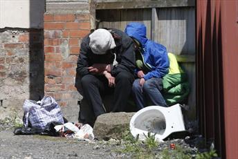 اهدای کت به بیخانمانها توسط خیریه اسلامی در منچستر