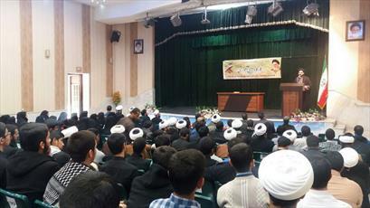 انس با قرآن مهمترین عامل پیشگیری  از ولنگاری فرهنگی است