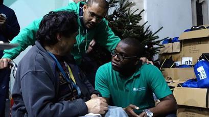 مسلمانان و مسیحیان انگلیس به کمک بیخانمانها شتافتند