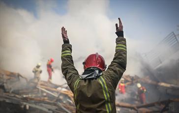 آتشنشانان به عشق خدمت به مردم جان خود را فدا می کنند