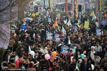 ۲۲ بهمن روز نمایش غرور ایرانی است